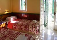 2 twin beds, kitchennette