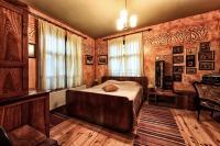 Orange bedroom with queen size bed