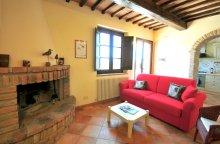 Lo Scoiattolo living room