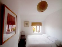 Double room with view onto Bastion Street