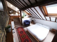 The split-level Long Loft Room with balcony