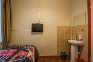 Ekonomik Tek kişilik oda,banyo-wc ortak kullanımlı